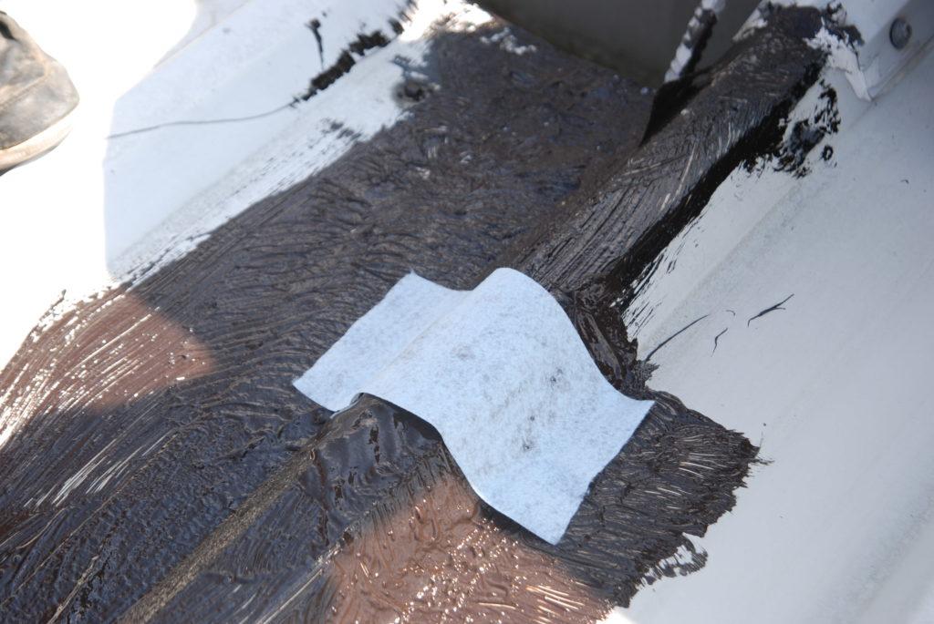 geowłóknina Geowłoknine nalezy lekko dociśnąć CANADA WATERPROOF SYSTEM - guma w płynie CWS R